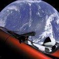 Un coche viaja por el espacio - Cohete Falcon heavy
